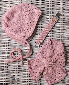 Plagg fra Jentestrikk-heftet vårt :) #dollegurikyse #tullegurituttasnor #dolleguriskjerf #klompelompe Bonnet and scarf from our knit for girls-booklet :)