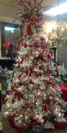 Amazing Decorated Christmas Tree http://picturingimages.com/amazing-decorated-christmas-tree-22/