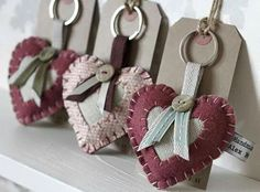 Felt Vintage Style Love Heart Keyring ::packaging idea by crazy sheep Hobbies And Crafts, Diy And Crafts, Arts And Crafts, Felt Keyring, Sewing Crafts, Sewing Projects, Fabric Hearts, Felt Decorations, Heart Crafts