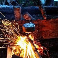 Cookin' in the bush . ・・・ ⛺ ・・・ PC: @dallmanbrock ・・・