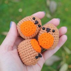 Make the most adorable amigurumi robins. Quick and easy to make with this free crochet pattern! aww, thanks so xox ☆ ★   https://www.pinterest.com/peacefuldoves/