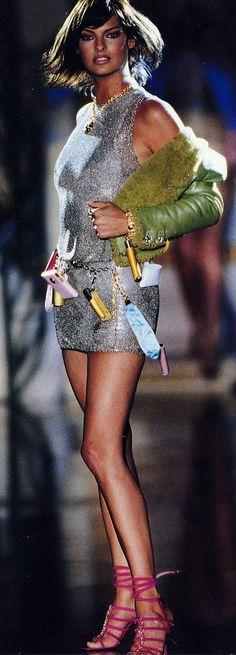 Linda Evangelista @ Gianni Versace runway
