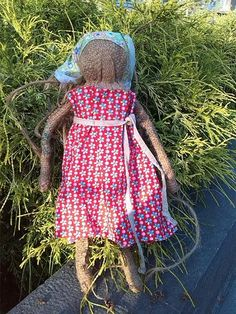 A new doll, made of really old materials. ... and dressed Новая кукла из стааарой рогожки. Ее так и зовут - Рогожка.