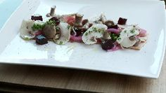 """Braised bacon served """"in Burgundian"""", marinated mushrooms and onions, red wine jelly Martin Juneau   Recipes de chefs.ca"""