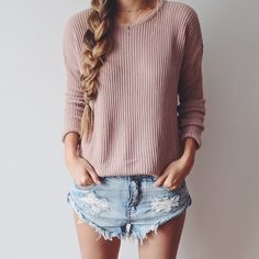I love this whole outfit: knitted sweater + denim shorts. My style! Fashion Mode, Look Fashion, Teen Fashion, Womens Fashion, Denim Fashion, Looks Style, Style Me, Daily Style, Spring Summer Fashion