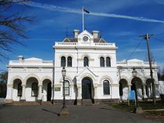H2180 Clunes Town Hall & Court House