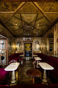 Room in Caffè Florian: taken from the outside.