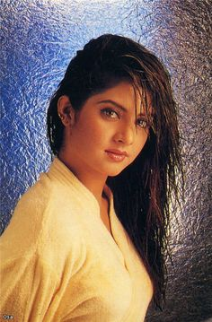 A tribute to the forgotten actress, Divya Bharti. Divya was the stormy wave of love that touched us, drenched us, and then passed us. Beautiful Girl Indian, Most Beautiful Indian Actress, Beautiful Girl Image, Beautiful Bollywood Actress, Beautiful Actresses, Beauty Full Girl, Beauty Women, Hot Actresses, Indian Actresses
