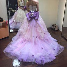 パープルと小花が綺麗なドレス可愛すぎて一目惚れどストライクでもキャンセル待ちだって 式まで後2ヶ月しかないから仕方ない #カラードレス#カラードレス迷子#タカミブライダル#プレ花嫁#キャンセル待ち by miffy1224miffy