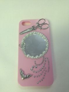Pink Mirrored Cell Phone Case....this will come in handy to all those girls and boys who like to check their hair and stuff