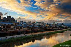 Sunset at Kamo River and Pontocho (Kyoto, Japan)