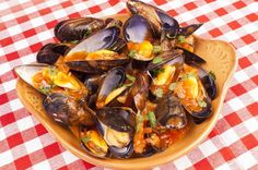 A summery and tasty mussels saganaki recipe! Midia saganaki (fried mussels) is one of the most popular appetizers served in a Greek Psarotaverna (fish tavern) and with good reason! Discover how to make your own Mussels saganaki with this traditional recipe, in less than 20 minutes here!