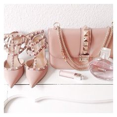 bag bags and purses purse studs shoes studded bag chain bag valentino nude heels pink heels pink bag lipstick our favorite accessories 2015 Valentino Garavani, Valentino Shoes, Valentino Clothing, Fashion Shoes, Fashion Accessories, Fashion Hub, Saint Laurent Bag, Studded Bag, Pink Heels