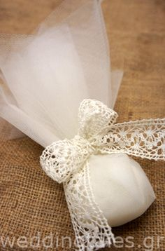 ΛΕΥΚΟ ΘΕΜΑ: Chic τούλινη γαμήλια μπομπονιέρα