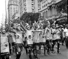 Carnaval de rua na Avenida Rio Branco. 1960.