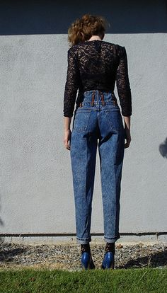 nice profile in these high-waisted jeans... great styling, too