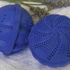 Coppia di Elettrosfere dal brevetto esclusivo per lavare il bucato senza detersivo.  http://www.blueeco.it/products-page/ecobucato/sfere/