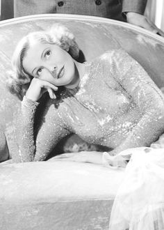 Jean Arthur is a American actress and a star in 1930s. She is an icon of women in this years