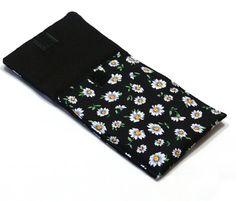 Daisy #iPhone #Wallet , #Smartphone Wallet, Smartphone Wristlet, iPhone Sleeve. iPhone 5 sleeve. Floral IPhone . #Gift Idea