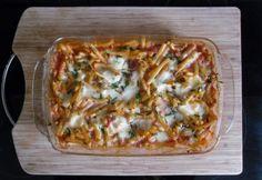 Borsós-paradicsomos-mozzarellás tésztagratin Ravioli, Penne, Hawaiian Pizza, Gnocchi, Mozzarella, Vegetable Pizza, Quiche, Food And Drink, Vegetables