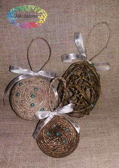 Set palline natalizie realizzate con spago grezzo...