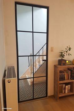 Retro stalen deur Bungalow Extensions, Stairs And Doors, Tiny Cabins, Entry Hallway, Mirror Door, Open Plan, Sliding Doors, Glass Door, Decoration