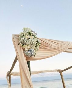 Absolutely stunning beach decoration. We do sell wedding candle packages, so please let us know, if you are interested.