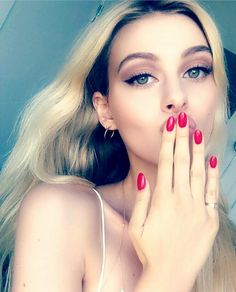 Nicola Peltz Transformers, Nicola Peltz, Beautiful Female Celebrities, Beautiful Women, Models Off Duty, Hollywood Actresses, Hoop Earrings, Celebs, Photo And Video