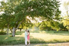 outdoor engagement in dallas by dallas wedding photographer Stephanie brazzle photography, what to wear