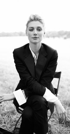 Elizabeth Debicki Unf... I love when women wear suits