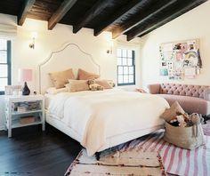 Girl's bedroom. Domino.