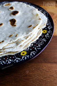 Piadina: An #Italian flatbread that is light and delicious! Perfect with your favorite sandwich fillings! Find the #recipe at cakeduchess.com #Italy
