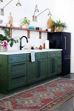 How to Decorate a apple green kitchen cabinets only in bohokitchen Boho Kitchen, Rustic Kitchen, Kitchen Decor, Kitchen Ideas, French Kitchen, Two Tone Kitchen Cabinets, Cheap Kitchen Cabinets, Apartment Kitchen, Kitchen Interior