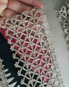 Punto adatto ad uno scialle elegante e serale - Dantel Modelleri Tog pan o - Salvabrani - Salvabrani Crochet How to crochet doily Part 1 Crochet doily rug tutorial Looks fabulous with shiny thread. No photo description available. Crochet Edging Patterns, Crochet Lace Edging, Crochet Borders, Crochet Doilies, Crochet Trim, Crochet Flowers, Crochet Video, Diy Crochet, Hand Crochet