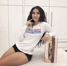 Sssniperwolf Sssniperwolf, Haircuts Straight Hair, Artsy Photos, Celebrity Wallpapers, Celebs, Celebrities, Picture Poses, Woman Crush, Pretty People