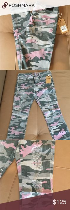 """True Religion Camo  Distressed Skinny Jeans  26 ! Nwt , 100% authentic True Religion Halle super skinny Camo print distressed jeans . No issues . Waist -13.5"""" , inseam 29"""" , leg opening -5"""" . Sorry , no trading -:(. Thanks ! True Religion Jeans Skinny"""