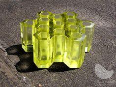 Plástev I., tavená skleněná plastika, ručně broušená a leštěná, váha 5 kg, výška 8 cm, průměr 21 cm, r. 2010