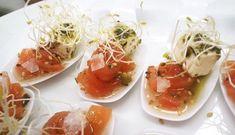 cucharita-de-tomate-concasse-queso-feta-marinado-y-aceite-de-albahaca Queso Fresco, Canapes, Bruschetta, Feta, Shrimp, Snacks, Vegetables, Ethnic Recipes, Dishes