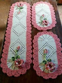 Esma's media content and analytics Crochet Mandala Pattern, Crochet Flower Patterns, Doily Patterns, Crochet Flowers, Crochet Table Mat, Crochet Dollies, Crochet Flower Tutorial, Linens And Lace, Crochet Round
