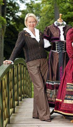 Et eventyr i farger og stoffer - Hjemmet Folklore, Lady, Clothes, Fashion, Outfit, Moda, Clothing, Fasion, Fashion Illustrations
