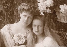 Look how beautiful was Pss Elisabeta of Romania. Posing with her mother, Crownprincess Marie, mids certainly lost her beauty when she was older, as Queen Elizabeth of Greece. Michael I Of Romania, Romanian Women, Romanian Royal Family, Princess Elizabeth, Black Girl Art, Queen Mary, Royal Weddings, Edwardian Fashion, Queen Victoria