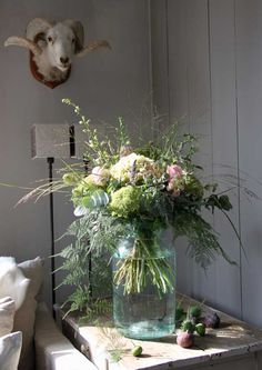 Grasses in floral display. Love Flowers, Wild Flowers, Beautiful Flowers, Wedding Flowers, Beautiful Flower Arrangements, Floral Arrangements, Flower Power, Bouquet Champetre, Flower Farm