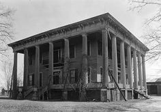 Two-story frame, with fluted Doric columns on two sides, 13 in all, and balconies over both main entrance doors with wrought iron railings.[3] Dicksonia Plantation, located nearby, was very similar in appearance, prior to its destruction by fire in 1939.[4]