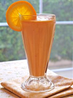 Orange You Glad You Made Me Smoothie  Great Smoothie Recipes for the Fitness junkies Orange Smoothie, Smoothie Drinks, Juice Smoothie, Healthy Smoothies, Healthy Drinks, Smoothie Recipes, Fitness Smoothies, Orange Juice, Fruit Juice