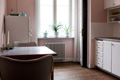 I have to paint my kitchen pink. (Photo from Bolaget.)