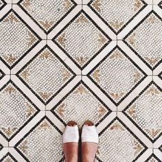 Sometimes you need a little extra inspiration on Mondays. These days we can't get enough of @ihavethisthingwithfloors. Such a fun feed!  #regram #caseofthemondays