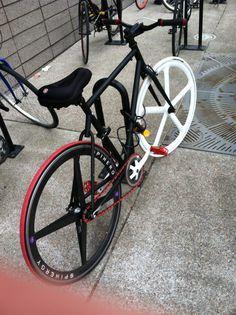 Who else wants those wheels? Fixed gear bike