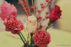Casamento feito à mão: Arranjo {flores de tecido e galhos secos}