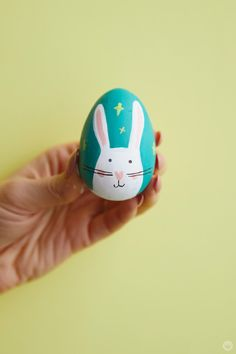 2018 Easter egg decorating: Ideas from designers and illustrators - Think. - Holding a decorated Easter egg - Hoppy Easter, Easter Eggs, Easter Table, Easter Paintings, Painting Eggs For Easter, Easter Egg Designs, Diy Ostern, Easter Crafts For Kids, Easter Ideas
