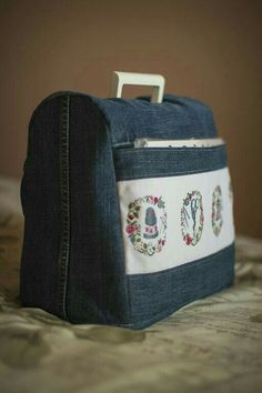 Funda maquina de coser - looks like a sewing machine cover, with cross stitched motifs on the pocket! Sewing Hacks, Sewing Tutorials, Sewing Crafts, Sewing Projects, Sewing Patterns, Tutorial Sewing, Denim Crafts, Old Jeans, Recycled Denim